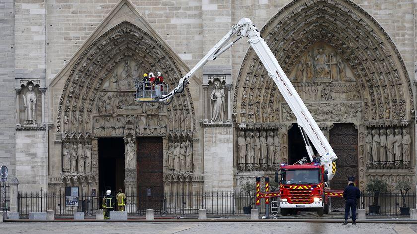 Paris encerra escolas próximas de Notre Dame por causa de alta concentração de chumbo