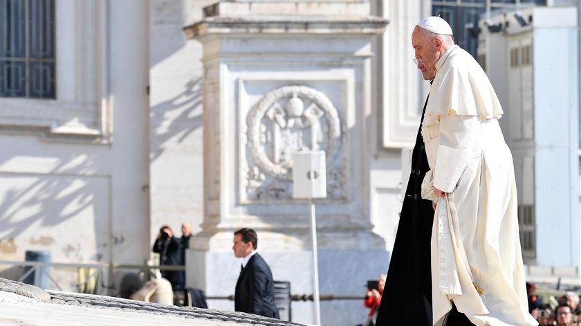 Papa grato a quem arriscou a vida para salvar catedral de Notre Dame