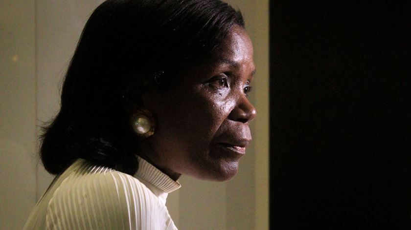 """Francisca Van Dunem """"preocupada"""" com assassinato de portugueses em Angola"""