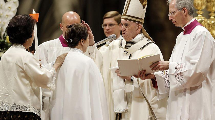 """Papa pede que não se construam """"monumentos à insatisfação"""""""