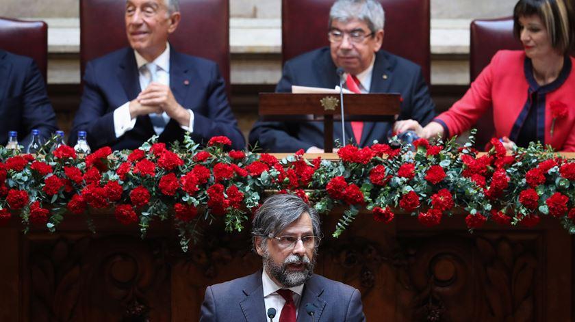 "PSD aponta prejuízos da ""prática binária"" do Governo"