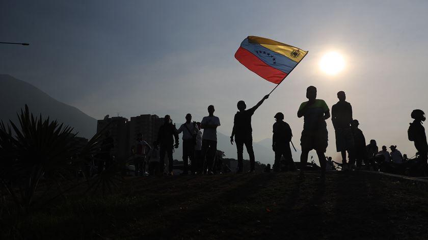 Venezuela. ONG denuncia torturas a mais de 250 presos políticos