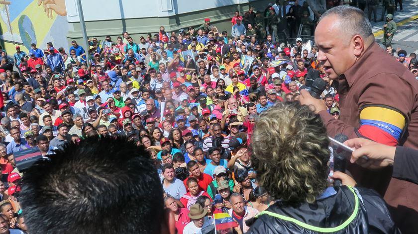"""Número dois do regime venezuelano diz que Maduro """"perdoou a vida"""" aos militares sublevados"""