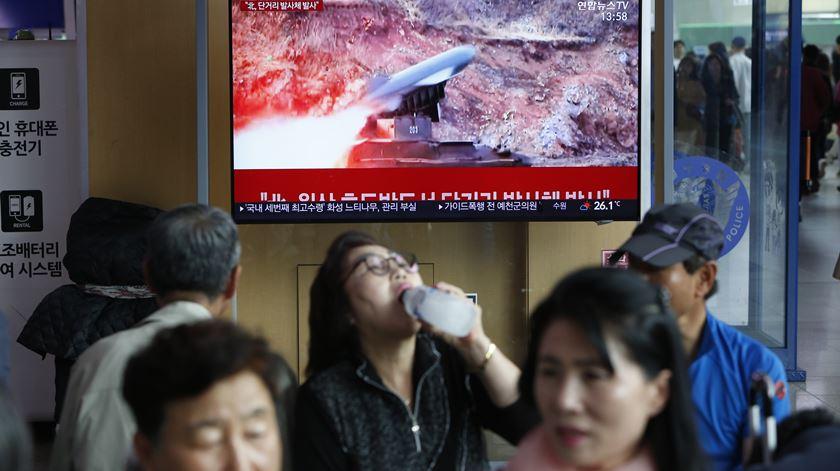 """Lançamento de mísseis """"ativa a tensão"""" entre Coreias"""