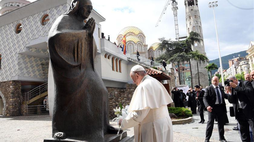 """Amor que recebemos, amor que damos"". Papa homenageia Madre Teresa de Calcutá"