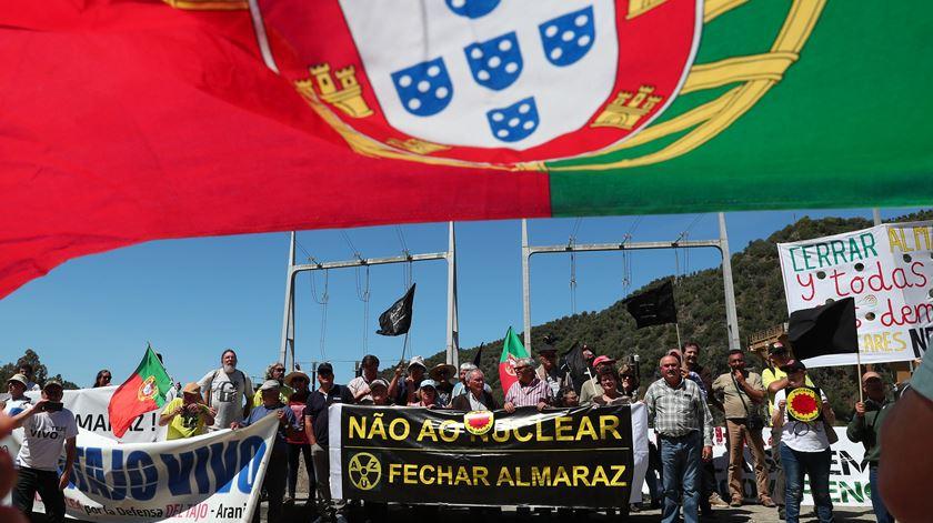 PSD questiona o Governo sobre o prolongamento da vida da central nuclear de Almaraz