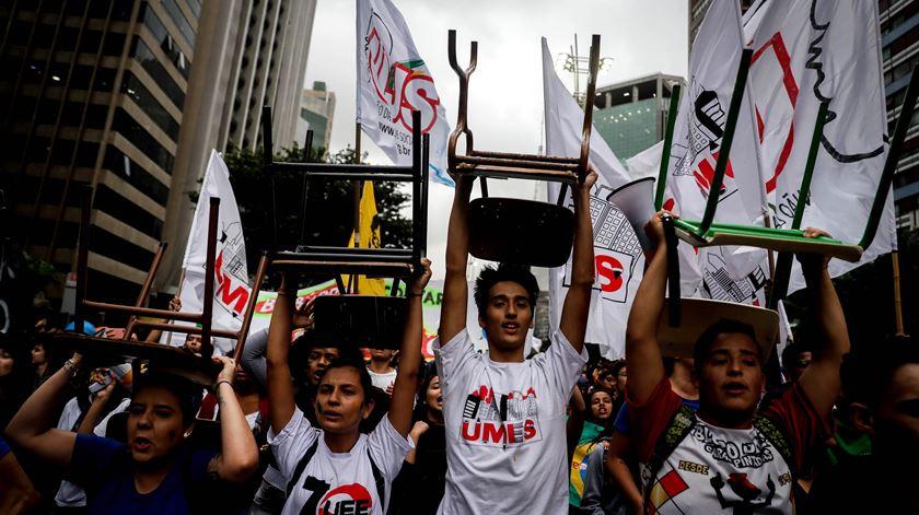 Brasil sai à rua em defesa da Educação