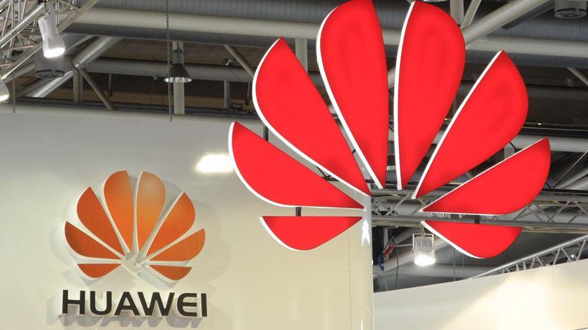 Huawei garante atualizações dos equipamentos