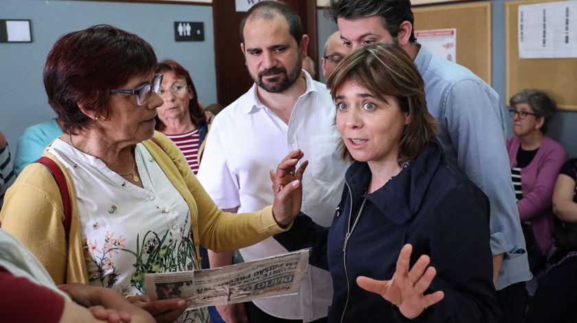 Catarina Martins junta-se a Marisa Matias em campanha para as europeias em centro de saúde de Aveiro