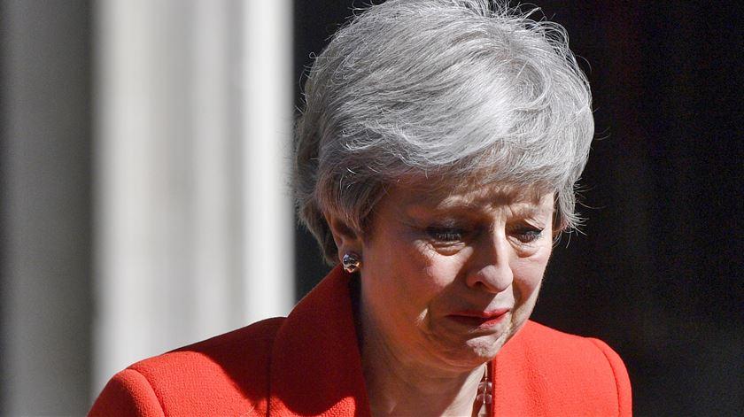 """Theresa May sai emocionada. """"Em breve deixarei o trabalho que foi a honra da minha vida"""""""