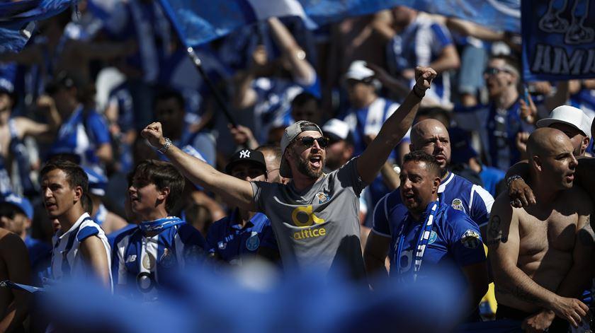 Adeptos do FC Porto protestam contra condenação no caso dos e-mails