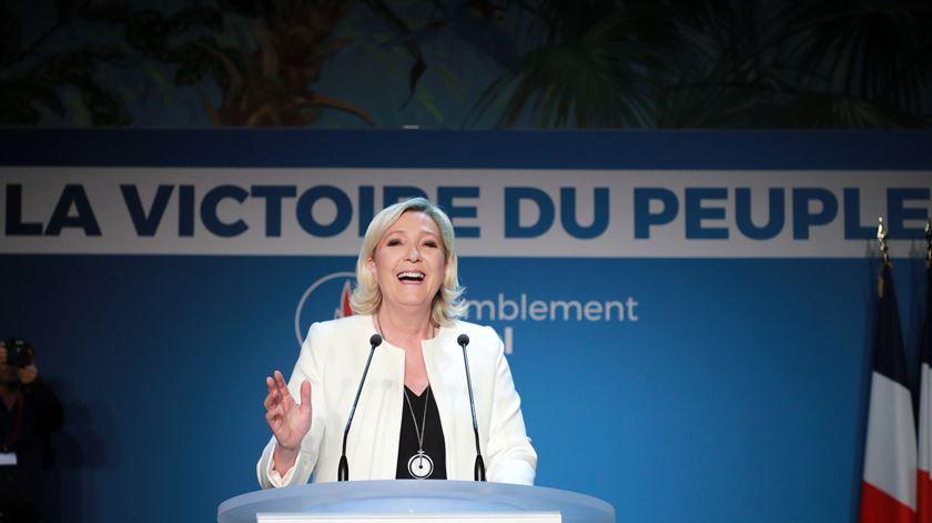 """Le Pen. """"Macron não tem escolha senão dissolver a Assembleia Nacional"""""""