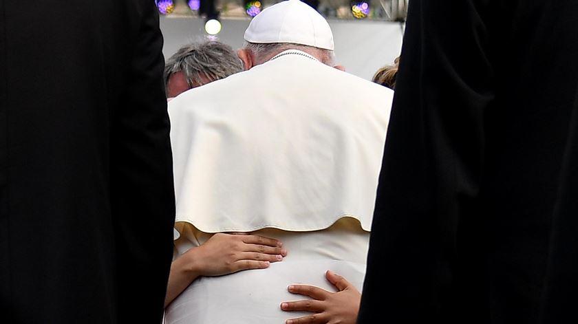 """Papa na Roménia. """"A fé não tem cotação na bolsa nem valor de mercado"""""""