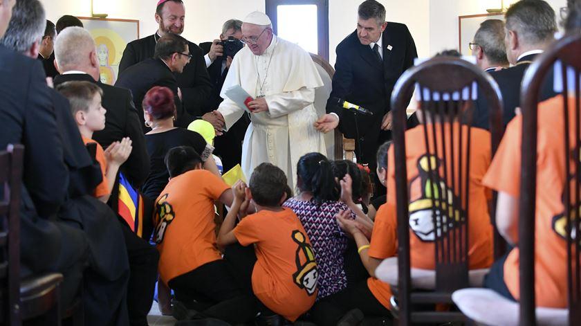 Papa pede perdão à comunidade de etnia cigana na Roménia