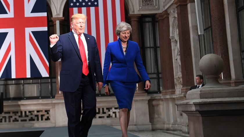Donald Trump recebido por Theresa May durante a visita desta semana ao Reino Unido. Foto: Neil Hall/EPA