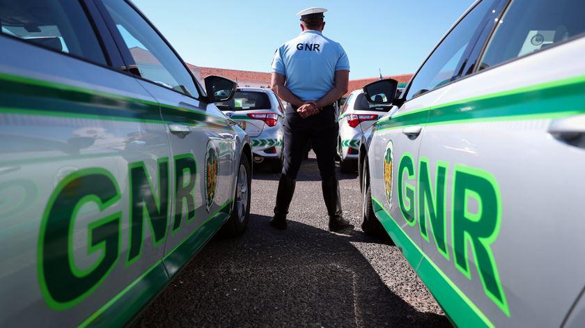 GNR recebida à pedrada por suspeito de violência doméstica em Barcelos