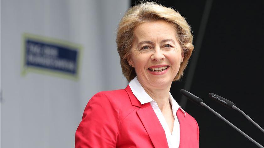 374 votos separam Ursula von der Leyen da presidência da Comissão Europeia