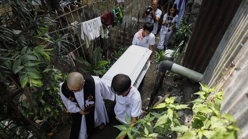 "ONU investiga milhares de mortes na ""guerra contra a droga"" nas Filipinas"