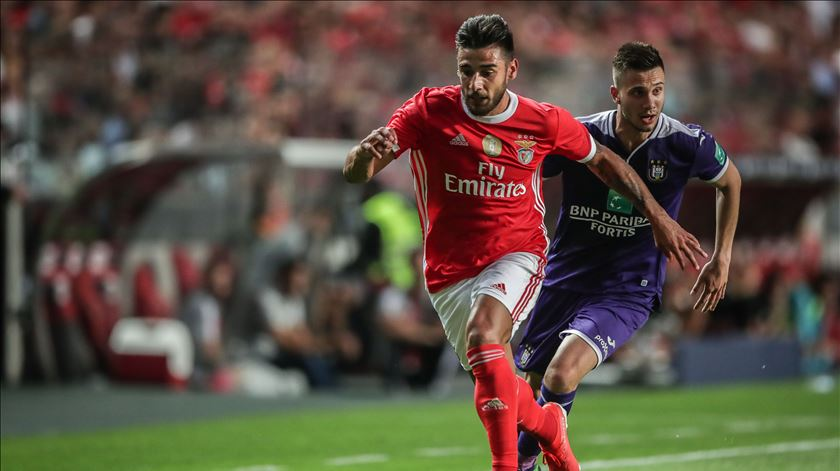 Salvio foi lateral-direito frente ao Anderlecht. Foto: Mário Cruz/Lusa
