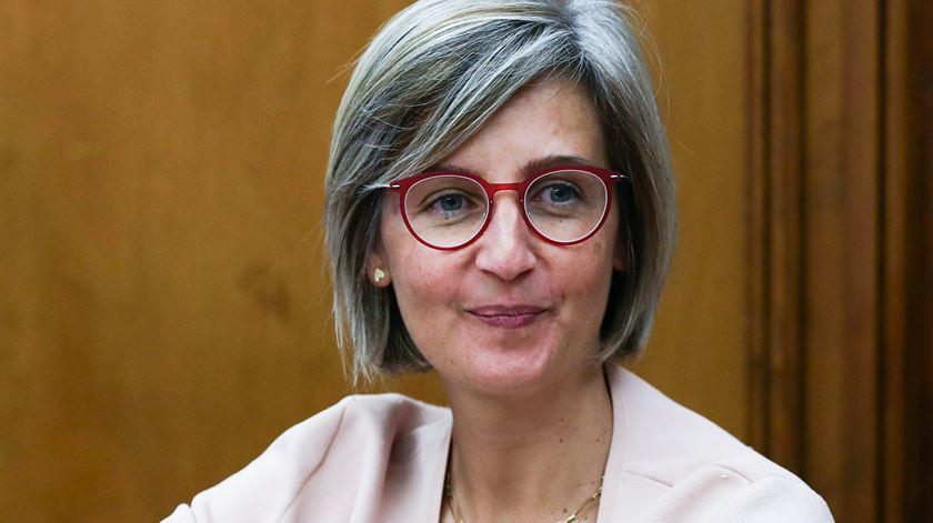 """Promulgação da Lei de Bases da Saúde é """"vitória para os cidadãos"""", diz ministra"""