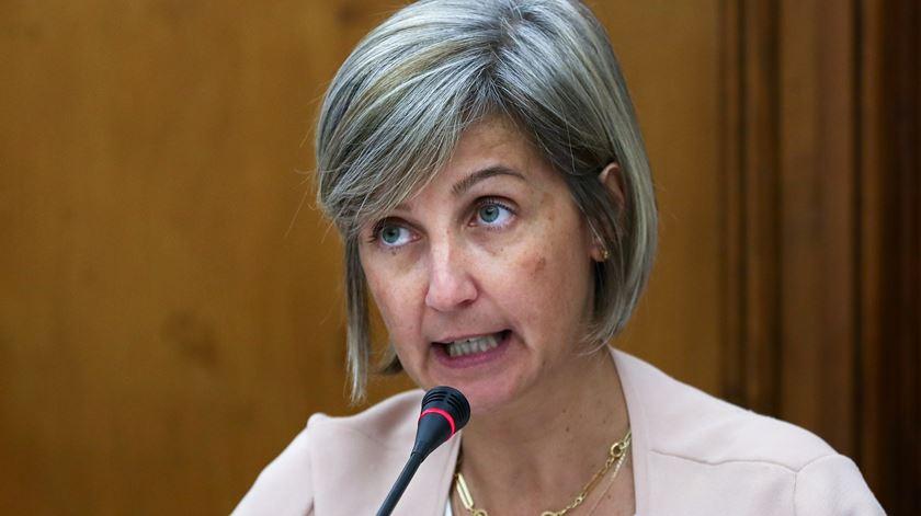 """Ministra diz que seria """"um absurdo"""" retirar cirurgia geral das urgências do Garcia de Orta"""