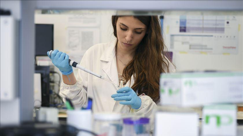 Covid-19. Ensaios com plasma de doentes curados deverão arrancar no final de maio em Portugal