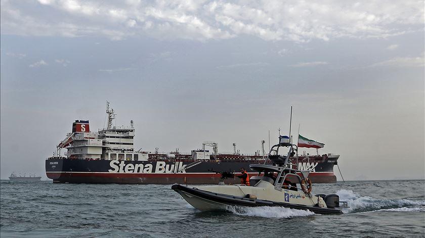 Reino Unido acusa Irão de pirataria e quer missão europeia no Estreito de Ormuz