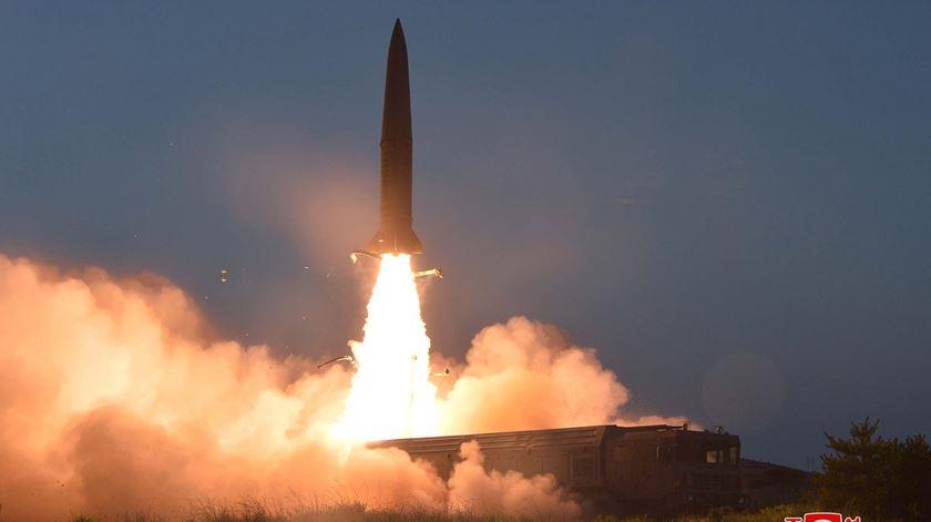 Coreia do Norte lança dois projéteis não identificados