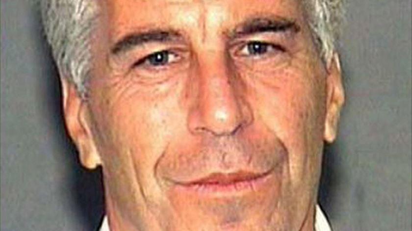 França abre investigação relacionada com caso Epstein