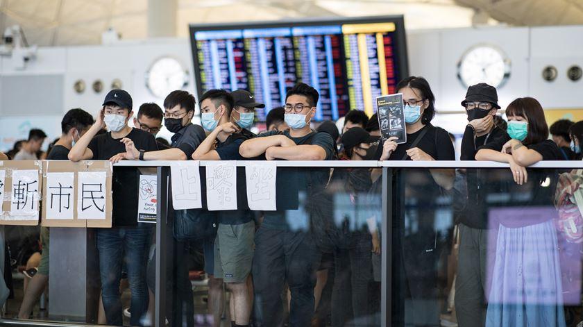 Hong Kong. Portugal pede dados de estudantes para receberem apoio