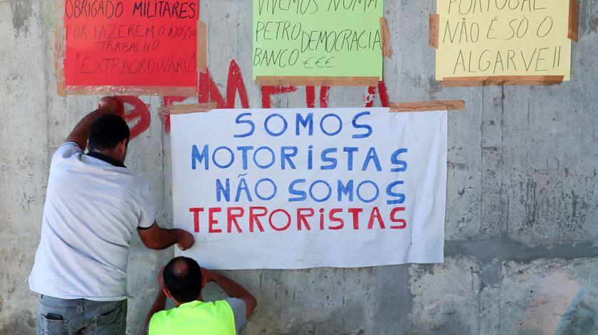"""Grupo de cidadãos apela ao Governo para cessar """"requisição civil e militar"""""""
