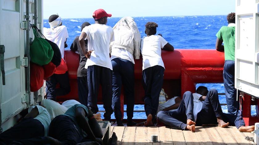 82 migrantes do Ocean Viking autorizados a desembarcar em Lampedusa