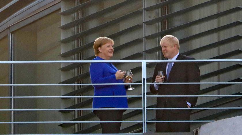 """Tic-tac, tic-tac. Merkel diz (para Boris ouvir) que acordo para o Brexit é para fechar """"em 30 dias"""""""