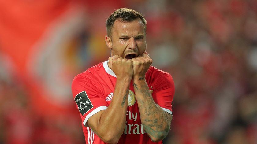 Atenção Benfica. Seferovic lesionou-se