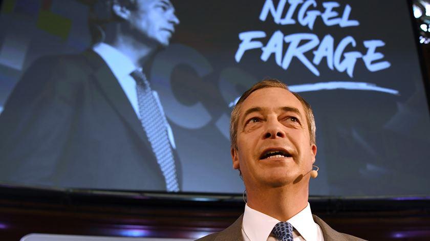 Partido do Brexit recua para favorecer conservadores nas eleições
