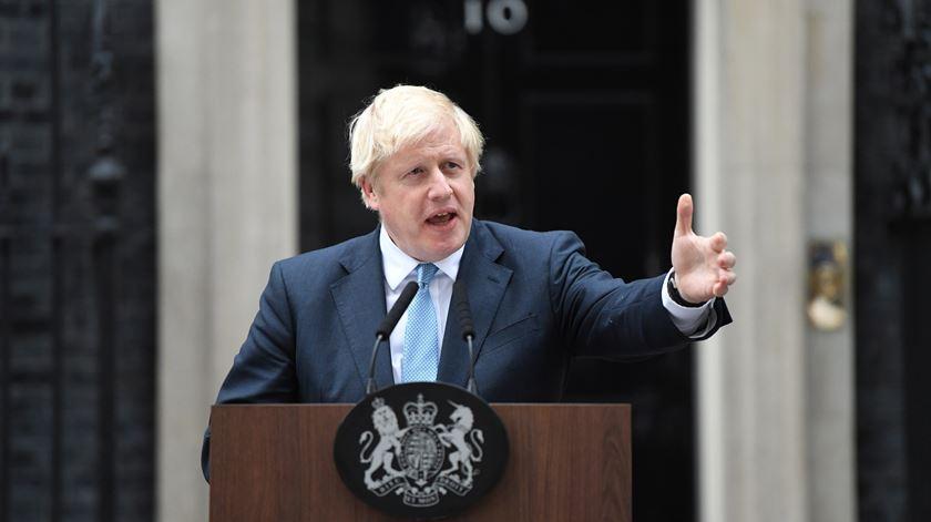 """""""Eu não quero uma eleição, vocês não querem uma eleição"""". Assobios ouvidos durante declaração de Boris Johnson"""