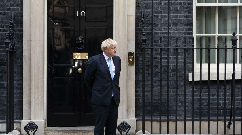 Boris Johnson nega ter mentido à rainha Isabel II