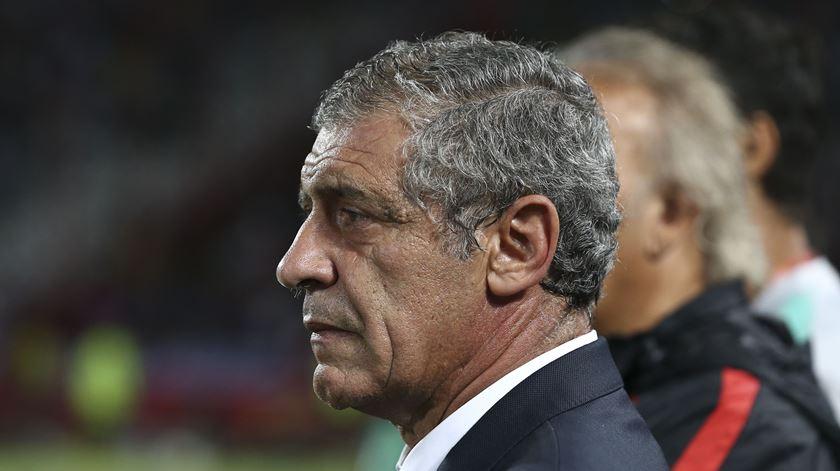 """Fernando Santos pede """"uma bandeira por Portugal e pelo mundo"""""""