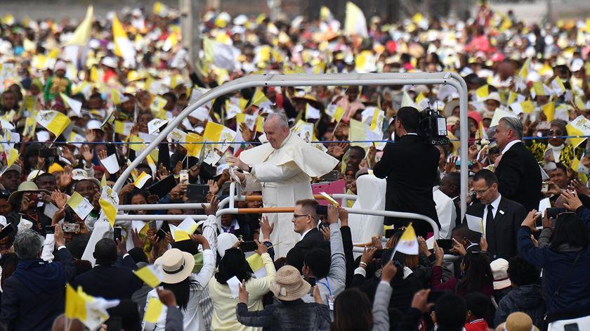"""Papa em Madagáscar. Cultura de parentesco """"não faz parte do plano de Deus"""""""