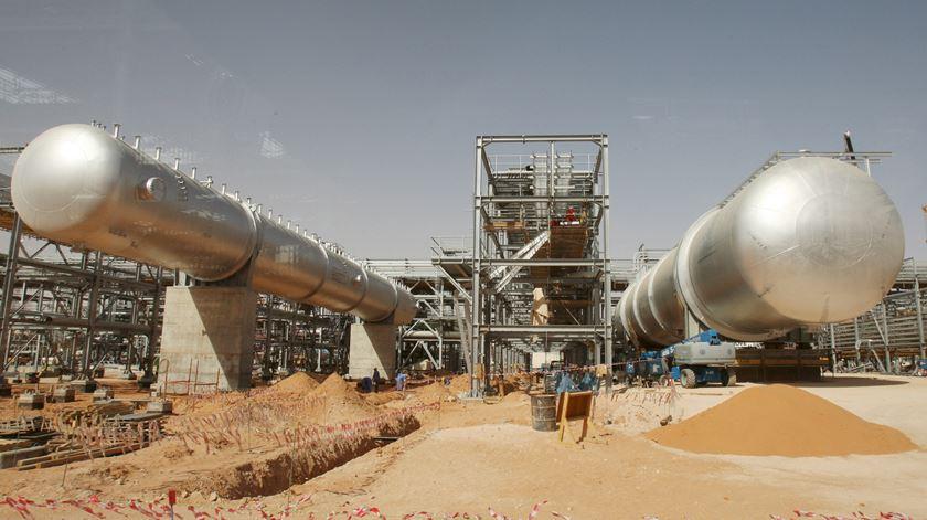 Petrolífera em Aramco. Foto: EPA
