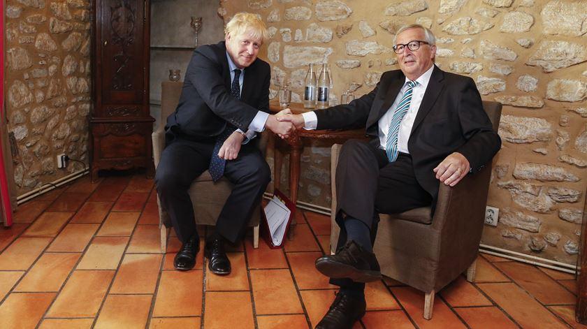 Brexit. Juncker recorda a Johnson que cabe ao Reino Unido apresentar propostas