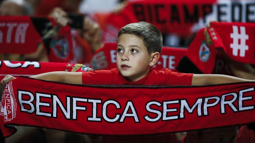 Benfica adquire três ventiladores e ajuda idosos isolados
