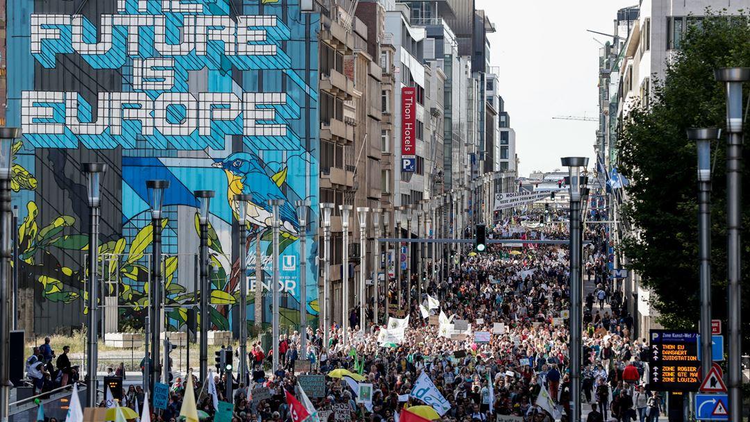 Milhares de pessoas saíram à rua em Bruxelas. Foto: Stephanie LeCocq/EPA