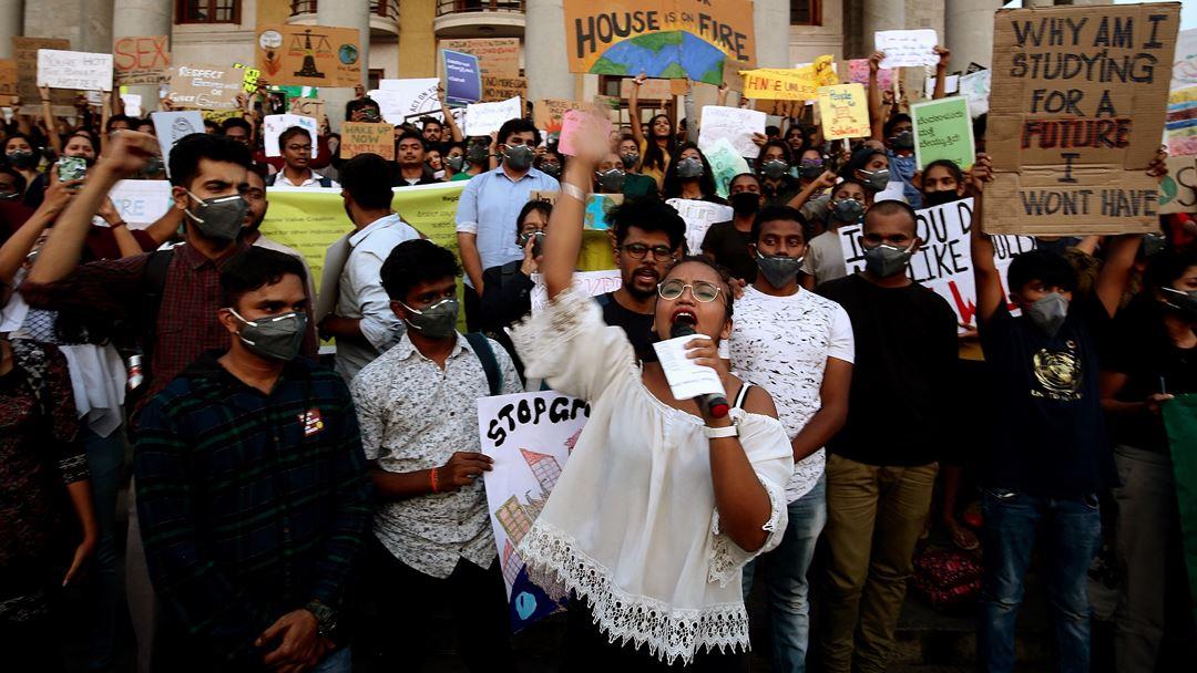 Bangalore, Índia, um dos países mais afetados pela poluição e alterações climáticas. Foto: Jagadeesh NV/EPA