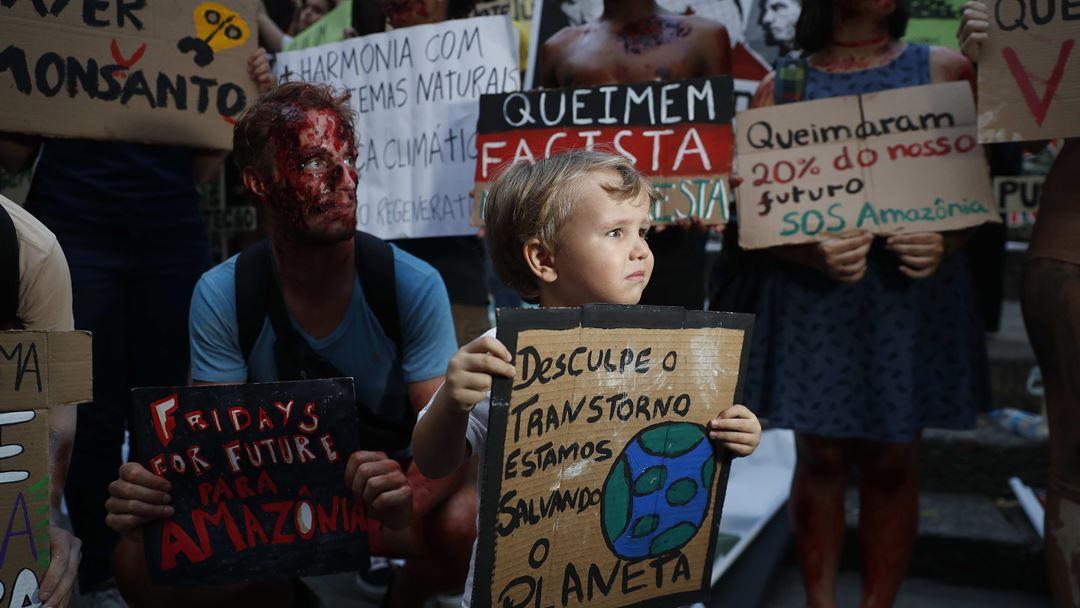Protesto no Rio de Janeiro, Brasil, país em foco devido aos incêndios na Amazónia.. Foto: Marcelo Sayão/EPA