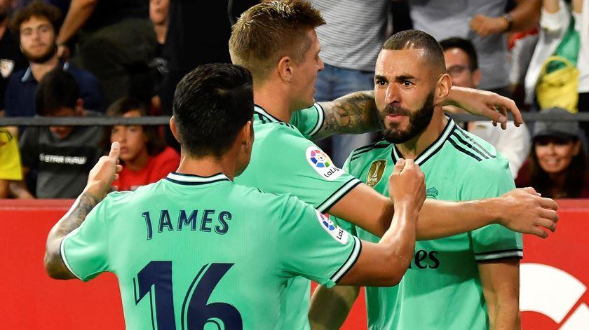 Real Madrid passou em Sevilha e é colíder
