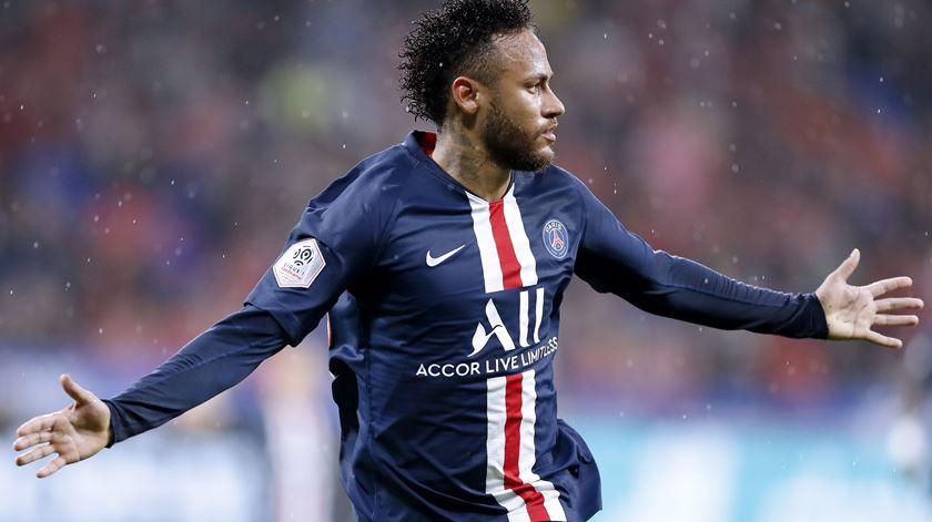 Neymar, outra vez, a salvar PSG