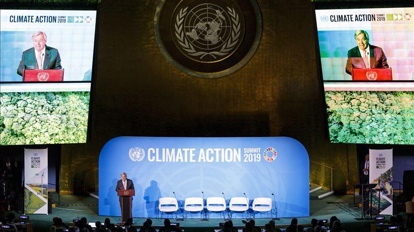 """""""Não é demasiado tarde"""" para fazer face à emergência climática, mas tempo está a esgotar-se"""