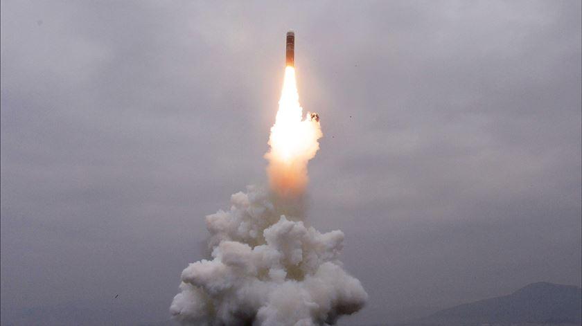 Coreia do Norte dispara novo míssil de submarino