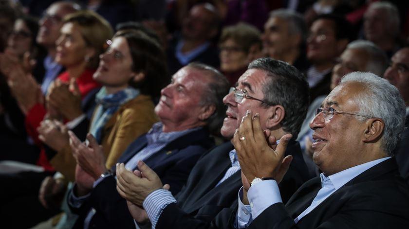 """António Costa e Jorge Coelho criticam campanha de """"fait divers"""" - reportagem de Susana Madureira Martins"""